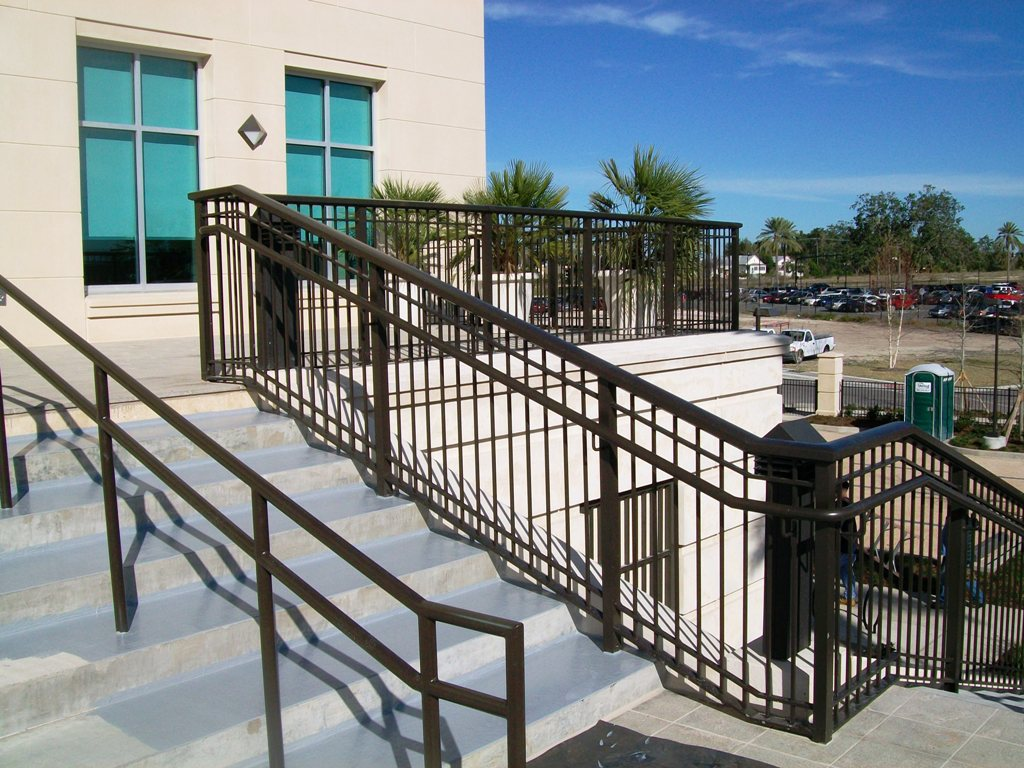 Exterior: Commercial Railings-Picket-Horizontal-Cable-Mesh