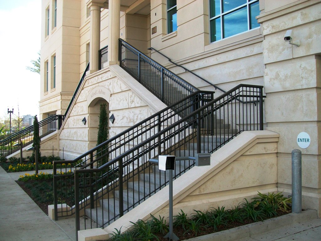 Commercial Railings Picket Horizontal Cable Mesh
