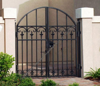 Courtyard Gates, Walk through the courtyard, walk gates, garden gate courtyard gates image